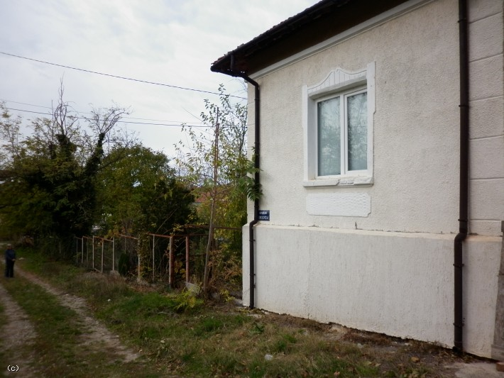 Superb Partially Renovated Country House With Barn And Plot Of Land Near The  Center Of Galatin, Bulgaria